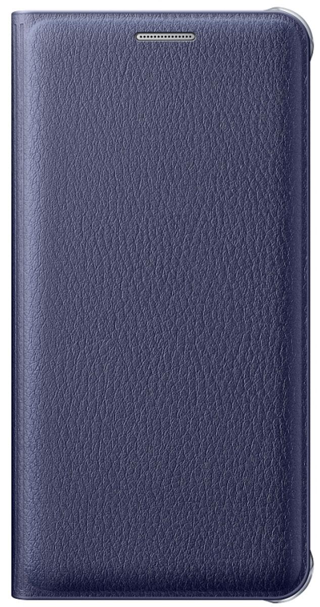 Samsung EF-WA710 FlipWallet чехол для Galaxy A7, BlackEF-WA710PBEGRUЧехол-книжка Samsung Flip Wallet подходит для модели смартфона Samsung Galaxy A7 (SM-A710F). В отличие от простых накладок он защищает не только боковые грани и заднюю стенку смартфона, но и экран от пыли, царапин и потертостей. Он выполнен из полиуретана и плотно прилегает к корпусу девайса. Изящный чехол в минималистичном стиле станет отличным подарком для практичных людей. В специальном кармашке внутри чехла можно хранить визитки, кредитные карты или денежные купюры. Тонкие стенки аксессуара практически не увеличивают габаритов Samsung Galaxy A7. При пользовании смартфона доступы ко всем портам и камере остаются открытыми.