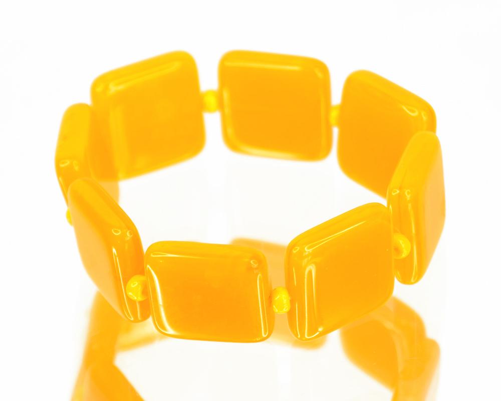 Браслет Bohemia Style, цвет: желтый. 2059239Глидерный браслетОчаровательный браслет Bohemia Style придаст вашему образу изюминку.Браслет представляет собой хрустальные элементы различной формы и размера, нанизанные на эластичную резинку. Изделие без застежки. Изящный браслет подчеркнет вашу индивидуальность и неповторимый стиль. Непререкаемое качество, тщательность исполнения, гипоаллергенные материалы, золотое, серебряное и родиевое покрытие металлических элементов изделий выгодно отличают продукцию Bohemia Style от основной массы продукции, представленной на рынке. Цветное стекло для производства украшений изготавливается по особой технологии, поддается огранке и полностью имитирует природные камни: опал, малахит, янтарь, яшму, лазурит.