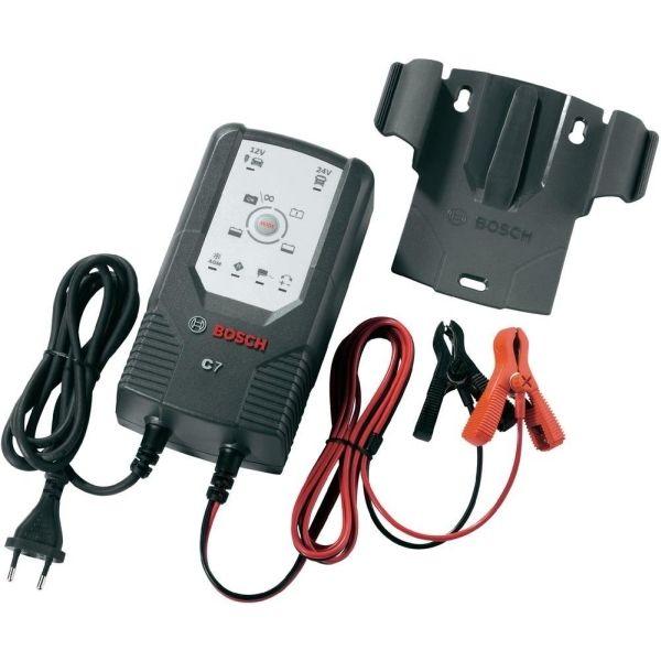 Устройство зарядное Bosch C7018999907МУстройство Bosch C7 сконструировано для заряда открытых и множества закрытых свинцово-кислотных аккумуляторов, которые используются в легковых автомобилях, мотоциклах и некоторых других транспортных средствах. Емкость аккумулятора при этом составляет от 12 В (14 Ач) до 12 В (230 Ач) или от 24 В (14 Ач) до 24 В (120 Ач).Специальная концепция устройства обеспечивает повторный заряд аккумулятора почти на 100% его емкости.Зарядное устройство имеет в общей сложности 6 режимов заряда для различных аккумуляторов в различных состояниях. Благодаря этому обеспечивается эффективный и надежный заряд.Высокоэффективные защитные меры, предотвращающие неправильное использование и возникновение короткого замыкания, обеспечивают безопасную работу. Благодаря интегрированной схеме зарядное устройство начинает заряд лишь через несколько секунд после выбора режима заряда. За счет этого предотвращаются искры, часто возникающие во время подключения.Кроме того, управление зарядным устройством аккумулятора осуществляется с помощью внутреннего микрокомпьютерного модуля MCU.Изделие оснащено индикатором режима ожидания/питания, кнопкой выбора режима, защитой от неправильной полярности, индикатором степени заряженности, индикатором полной зарядки, индикатором подзаряда.Режимы: 1 - 12 В (заряд мотоцикла/автомобиля), 2 - 12 В (заряд зимой, AGM), 3 - 12 В (блок питания), 4 - 12 В (регенерация), 5 - 24 В (заряд грузового автомобиля), 6 - 24 В (заряд зимой, AGM).Расчетное входное напряжение: 230 В/50 Гц.Ток включения: Входной ток: максимум 1,2 А.Потребляемая мощность: 135 Вт.Входное напряжение: 12 В, 24 В.Зарядное напряжение: 28,8 В/29,4 В (+- 0,6 В), 14,4 В/14,7 В (+- 0,25 В), 13,6 В/16,5 В (+- 0,25 В).Зарядный ток: 7 А (+- 0,7 А), 5 А (+- 0,5 А), 3,5 А (+- 0,35 А), 1,5 А (+- 0,3 А).Выходной ток: 3,5 А/7 А.Пульсация: максимум 150 мВ.Обратный ток: Степень защиты: IP 65.Тип аккумулятора: свинцово-кислотный аккумулятор 12 В + 24 В.Емкость аккумулятора: 12 В: 14 Ач 