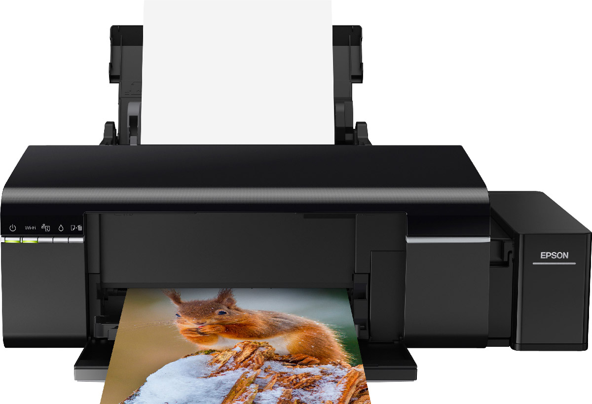 Epson L805 принтерC11CE86403Принтер Epson L805 печатает цветные фотографии высокого качества с рекордно низкой себестоимостью. Пользователи могут подключить принтер к компьютеру или печатать напрямую со смартфонов и планшетов под управлением iOS и Android.Особенность всех устройств серии Фабрика печати Epson – это печать без картриджей. Вместо картриджей в Epson L805 встроены емкости, из которых чернила поступают в печатающую головку по специальным трактам. При этом уникальное строение емкостей и система контроля давления гарантируют высокое качество печати и надежность устройства.Вместо традиционных картриджей по 7 мл в устройствах серии Фабрика печати Epson используются большие контейнеры с чернилами объемом 70 мл! В комплект поставки включен набор из шести полноразмерных контейнеров (по 70 мл), которых хватит на печать 1800 фотографий формата 10х15.Возможность беспроводного подключения по Wi-Fi позволит сэкономить место на рабочем столе — принтер можно установить в любом удобном месте и отправлять задания на печать из любого уголка квартиры или офиса.Еще одним преимуществом «Фабрики печати» Epson L805 является поддержка приложения Epson iPrint. С его помощью можно печатать изображения с любых мобильных устройств на базе iOS или Android. Приложение позволяет распечатывать документы и фотографии в формате JPEG и PDF.Фотопринтер Epson L805 идеально подходит как для печати высококачественных фотографий, так и для печати документов с высокой скоростью. Благодаря водорастворимым чернилам, высокому разрешению до 5760х1440 точек на дюйм и минимальному размеру капли (всего 1,5 пиколитра) принтер прекрасно справляется с передачей сложных оттенков и цветовых переходов, при этом технология печати каплями переменного размера позволяет сохранять высокую скорость.Особая конструкция емкостей и контейнеров с чернилами позволяет даже неопытному пользователю с легкостью справиться с заправкой чернил. Вам не понадобятся дополнительные приспособления – просто переверните контейнер но