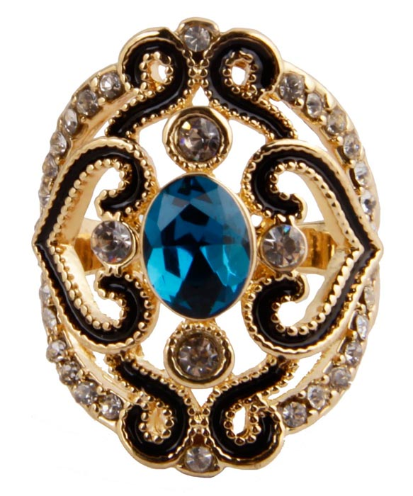 Кольцо Лунный свет в византийском стиле. Металл, австрийские кристаллы, искусственные камни. Конец XX векаКоктейльное кольцоКольцо Лунный свет в византийском стиле.Металл, австрийские кристаллы, искусственные камни. Конец XX века. Размер 18. Сохранность хорошая. Изящное украшение выполнено в ярко выраженном византийском стиле.Основным элементом украшения является крупный искусственный камень голубого цвета. Представленное вашему вниманию изделие отличается высоким уровнем мастерства исполнения, оригинальным авторским дизайном. Этот аксессуар станет изысканным украшением для романтичной и творческой натуры и гармонично дополнит Ваш наряд, станет завершающим штрихом в создании образа.