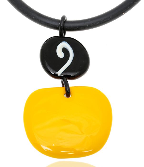 Колье Лимонная вечеринка. Муранское стекло, каучук, ручная работа. Murano, Италия (Венеция)Колье (короткие одноярусные бусы)Колье Лимонная вечеринка.Муранское стекло, каучук, ручная работа.Murano, Италия (Венеция).Размер: полная длина 46 см.Каждое изделие из муранского стекла уникально и может незначительно отличаться от того,что вы видите на фотографии.
