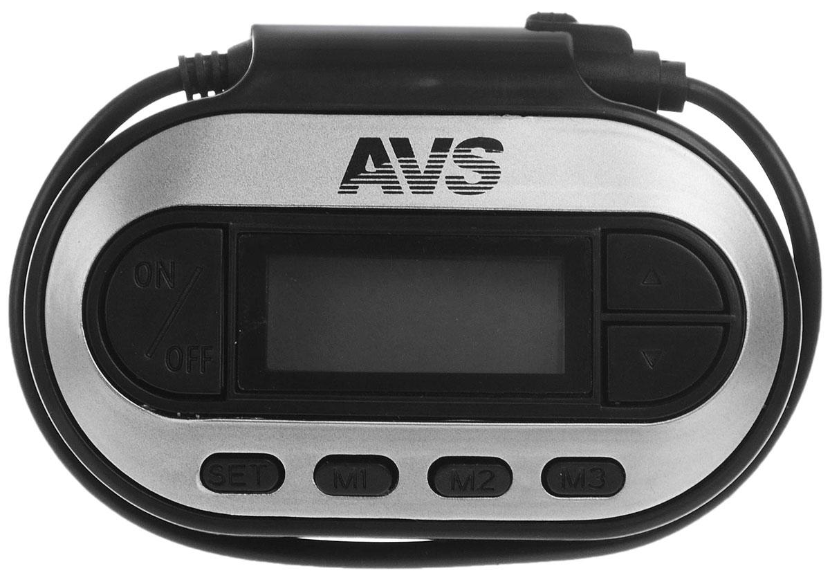 AVS F-351, Black MP3-плеер + FM-трансмиттер с дисплеем80464Функционал AVS F-351 включает в себя возможности обычного трансмиттера и mp3-плеера. Компания AVS постаралась спроектировать его максимально удобным для автовладельцев.Как всякий трансмиттер, F-351 умеет считывать данные с любых современных носителей, подключенных через mini-jack, и передавать их на магнитолу вашего авто на FM-частотах (87,5 – 108 МГц). Но, при подключении модулятора к смартфону или обычному сотовому телефону, он может также передавать на автомобильные динамики все входящие вызовы.Что такой функционал дает водителю? Возможность слушать то, что нравится, а не то, что передают по радио, и разговаривать по телефону в режиме hands free.Радиус действия этого полезного автогаджета составляет 5 метров. Питаться F-351 может как от прикуривателя, подобно стандартным трансмиттерам, так и от двух батареек ААА (не входят в комплект), как mp3-плеер. Для работы ему достаточно 28мА.ТермометрЧасыФонарикДлина провода: 190 ммПоддержка файлов: MP3, WMA