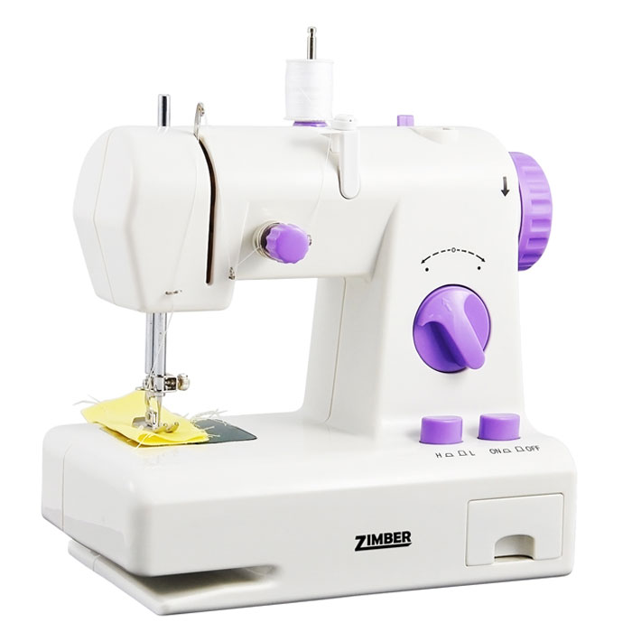 Zimber 10919-ZM швейная машинаZM-10919Мини швейная машинка с обратным ходом Zimber 10919-ZM по своим характеристикам не уступает домашним настольным швейным машинкам. Ее основная особенность в регулировке длинны стежка как в переднем ходе так и в заднем. C ее помощью вы сможете заштопать, прошить, ушить, подшить любые ткани и одежду, прострочить рваное постельное белье, аккуратно подшить шторы, укоротить занавески по форме окон.Модель компакта и удобна в использовании, снабжена напольной педалью, двумя винтами, функцией намотки шпулек и системой обратного хода. Машина работает как от сетевого адаптера, так и от четырех батареек типа АА. Швейная машинка Zimber 10919-ZM будет так же отличным подарком детям и взрослым, поможет освоить навыки шитья.