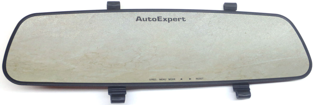 AutoExpert DVR 782, Black автомобильный видеорегистратор2170816987821Автомобильный видеорегистратор AutoExpert DVR 782 выполнен в виде зеркала заднего вида. Таким образом оно не привлекает к себе внимание и работает, как скрытая камера, что иногда бывает очень полезно. Питание обеспечивается с помощью прикуривателя или аккумулятора.Видеосъемка осуществляется в Full HD-качестве, которое гарантирует четкое и детализированное изображение. Забывчивых водителей порадует функция автоматического старта записи при запуске двигателя. Во время стоянки съемка производится только в случае срабатывания датчика движения. Это экономит место на карте памяти, максимальный объем которой составляет 32 ГБ.Функция записи по датчику движения активируется в случае столкновений или ударов, а также при резком изменении направления движения вашего автомобиля, а полученные видеокадры помещаются в специальную папку и хранятся там.Кодек: H.264Тип аккумулятора: Li-ion, 500 мАчУниверсальное крепление двух типов: ремни-липучки и резиновые стяжкиПроцессор: Ambarella A2
