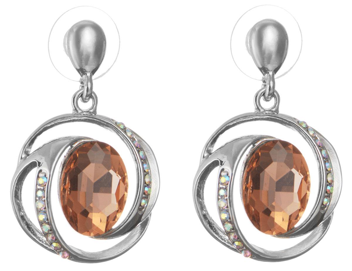 Серьги Taya, цвет: серебристый, персиковый. T-B-10706-EARR-SL.ROSEСерьги с подвескамиОригинальные серьги Taya, выполненные из металлического сплава в виде подвесок округлой формы декорированных крупными и мелкими стразами, придадут вашему образу изюминку, подчеркнут красоту или преобразят повседневный наряд. Застегиваются на замок-гвоздик с пластиковой заглушкой.Такие серьги позволят вам с легкостью воплотить самую смелую фантазию и создать собственный, неповторимый образ.