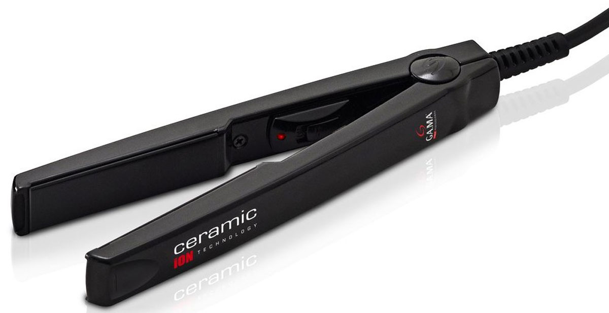 GA.MA CP1 TO.Mini выпрямитель для волосP21.CP1TO.MINIТурмалиновые керамические пластины выпрямителя для волос GA.MA CP1 TO.Mini обеспечивают равномерное выпрямление волос, делая их гладкими и предотвращая спутывание, а также придают волосам здоровый блеск. Скругленные края очень удобны и создают возможность подкручивать волосы во время укладки. GA.MA CP1 TO.Mini порадуют вас малым временем нагрева: они готовы к работе всего через несколько секунд! Компактный размер (всего 15 см) делает этот прибор очень удобным в любой поездке. Постоянная температура нагрева 200°СТермоустойчивый пластиковый корпусРазмер пластин 12 х 60 ммНапряжение 110-240 В