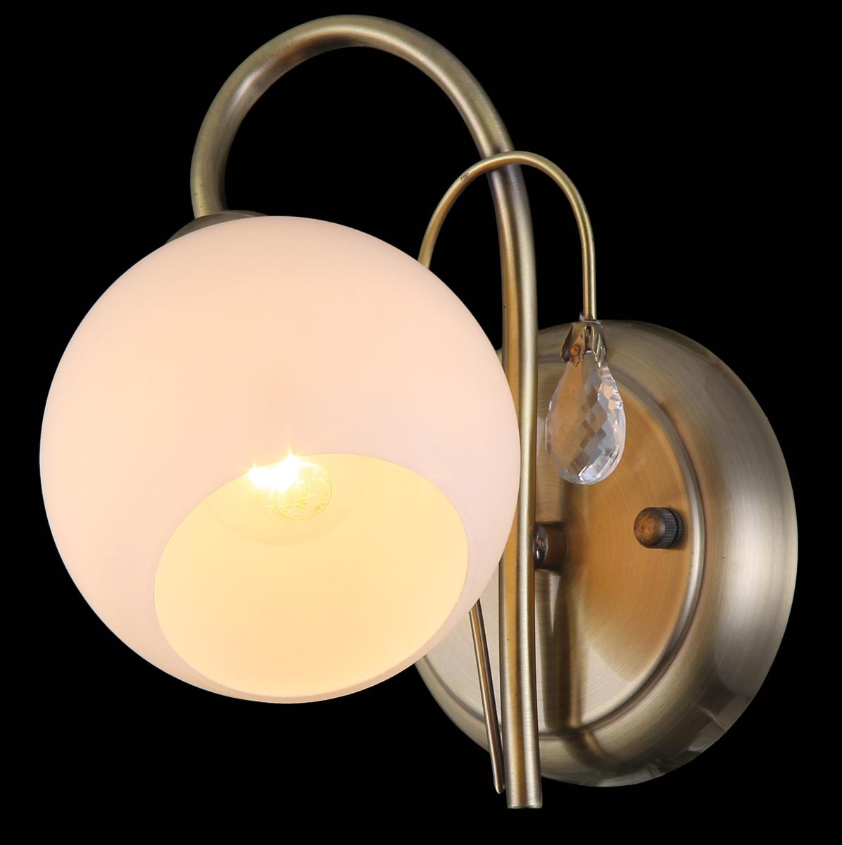 Бра Natali Kovaltseva, 1 х E14, 60W. 11411/1W11411/1W ANTIQUEБра Natali Kovaltseva, выполненное в классическом стиле, станет украшением вашей комнаты и изысканно дополнит интерьер. Изделие крепится к стене. Такое бра отлично подойдет для освещения кабинета, спальни или гостиной. Бра выполнено из металла с покрытием под бронзу, плафон изготовлен из матового стекла. В коллекциях Natali Kovaltseva представлены разные стили - от классики до хайтека. Дизайн и технологическая составляющая продукции разрабатывается в R&D центре компании, который находится в г. Дюссельдорф, Германия. При производстве продукции используются высококачественные и эксклюзивные материалы: хрусталь ASFOR, муранское стекло, перламутр, 24-каратное золото, бронза. Производство светильников соответствует стандарту системы менеджмента качества ISO 9001-2000. На всю продукцию ТМ Natali Kovaltseva распространяется гарантия.
