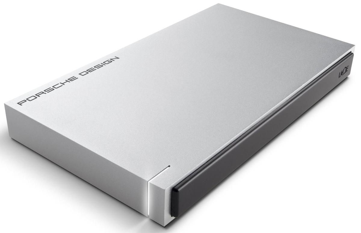 LaCie Porsche Design Mobile Drive 1TB, Light Grey внешний жесткий диск (P9233)LAC9000293LaCie Porsche Design Desktop Drive - представляет собой сверхстильный внешний накопитель для вашего компьютера, оборудованный высокоскоростным интерфейсом USB 3.0. Он заключен в стильный и прочный корпус из алюминия (это способствует хорошему отводу тепла), не только надежно защищающий находящуюся внутри электронику, но и придающий накопителю потрясающий внешний вид. Кстати, дизайн жесткого диска был разработан студией Porsche Design.Совместимые ОС: Windows 7, Windows 8 и выше / Mac OS X 10.5 и выше