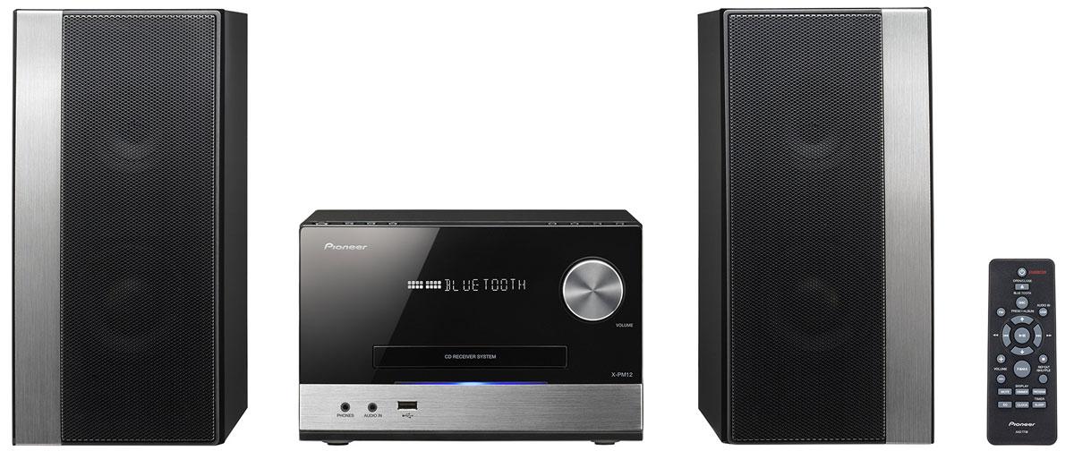 Pioneer X-PM12 микросистемаX-PM12_4988028293184Ищете микросистему, сочетающую компактные размеры, выдающуюся мощность и полный набор современных и беспроводных опций? Тогда модель Pioneer X-PM12 должна вам понравится.Наравне с обычными СD, микросистема поддерживает болванки CD-R/RW с файлами в формате MP3 и WMA, на ней можно слушать музыку со смартфона через Bluetooth или с любого USB-носителя, а можно поймать любимую волну в FM-диапазоне.Встроенный цифровой усилитель прокачивает систему до 38 Вт на канал. В каждой колонке – по паре активных динамиков диаметром 5 и 9 см, пассивный 12-сантиметровый драйвер отвечает за глубину басов. Для тех, кому этого недостаточно, предусмотрен режим P-BASS и возможность подключения дополнительного сабвуфера.Система работает с приложением Pioneer Wireless Streaming App (в бесплатном доступе на App Store и Google Play), с чьей помощью, пользователи смогут дополнительно прокачать X-PM12, получив доступ к таким функциям, как Club Sound Boost, Tempo Control и Advanced Sound Retriever.