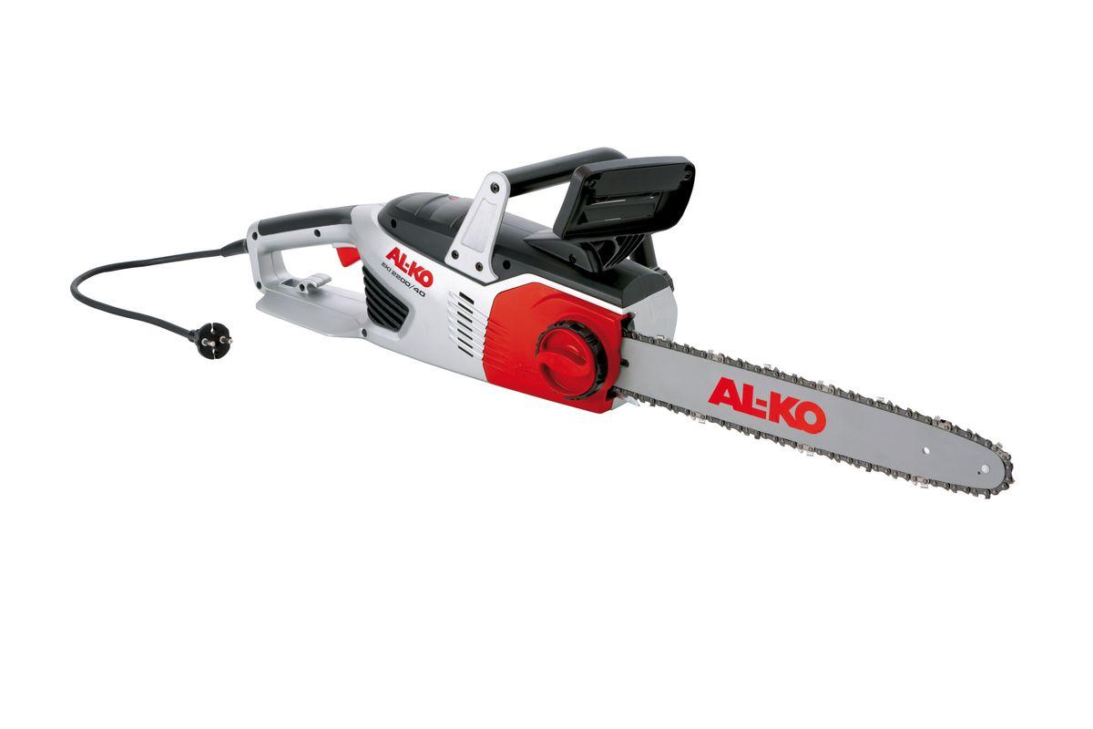 Электропила AL-KO EKI 2200/40112809Электропила AL-KO EKI 2200/40 обладает мощным электродвигателем с продольным расположением. Продольное расположение двигателя способствует лучшему распределению веса пилы, так что даже при увеличенной длине шины вы сможете работать без устали. Благодаря устройству для быстрого натяжения можно не только установить и натянуть пильную цепь, но и быстро заменить как саму цепь, так и шину. Современный дизайн, привлекательный внешний вид, высокая производительность, долговечность, мощный двигатель, оригинальные шины и цепи Oregon - вот отличительные черты электрической цепной пилы. А автоматическая смазка цепи и глазок маслоуказателя на масляном баке значительно облегчают техобслуживание. Системный тормоз и щиток для предотвращения повреждения рук с системой моментальной остановки цепи - это надежная защита в любой ситуации - для приятной и безопасной работы.Скорость вращения цепи: 13,5 м/сек.Мощность: 2200 Вт.Длина направляющей: 40 см.Напряжение: 230-240 В.