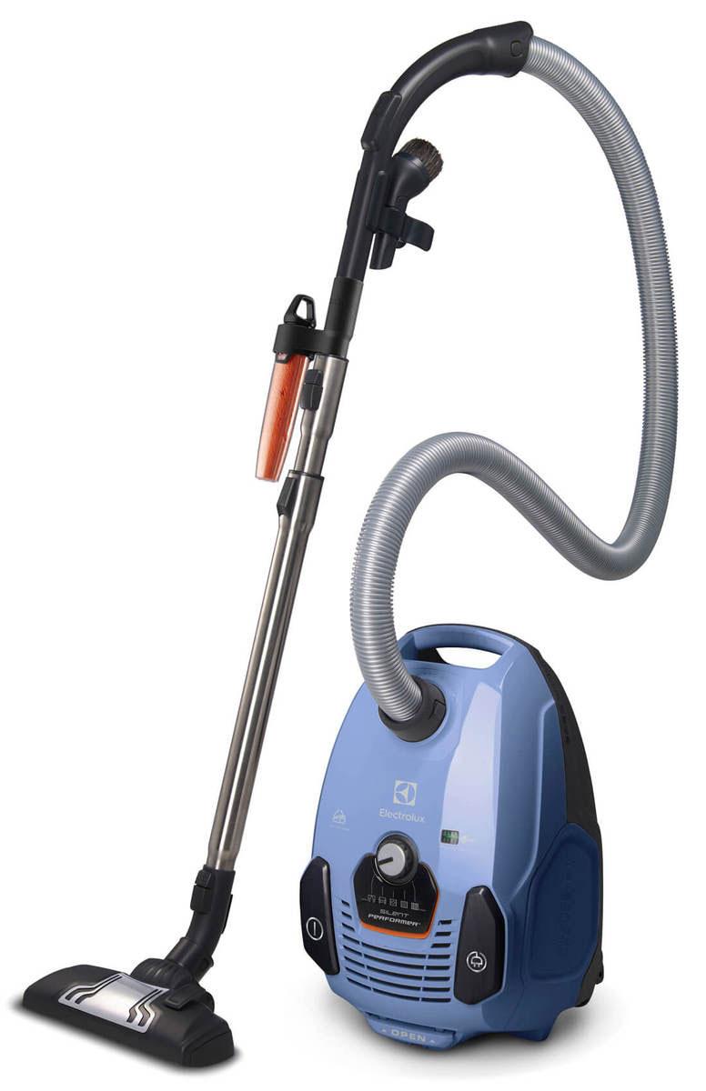 Electrolux SilentPerformer ZSPREACH, Blue пылесосZSPREACHЗанимайтесь уборкой без шума. Electrolux SilentPerformer создавался с расчетом на тишину. Двигатель, прошедший оптимизацию с целью понижения шума, особая конструкция контейнера для пыли и новая тихая насадка DustPro обеспечивают уменьшение шума при уборке без ущерба для производительности прибора.360° Motion Technology: позволит дотянуться до дальних уголков.Небольшие предметы, делающие наш дом уютнее, также усложняют уборку. Поэтому Electrolux SilentPerformer оснащен небольшими вращающимися колесами, которые идеально решают проблему уборки вокруг различных предметов и позволяют охватить участки, которые в противном случае было бы непросто убрать.Multi Room System: уборка без труда и за один раз:Убирайтесь за один раз, не прерываясь на то, чтобы вынуть вилку из одной розетки и вставить в другую при переходе из комнаты в комнату. Electrolux SilentPerformer обеспечит увеличенный охват в 12 метров: этого достаточно, чтобы позаботиться о нескольких комнатах за раз - убирайтесь без труда!