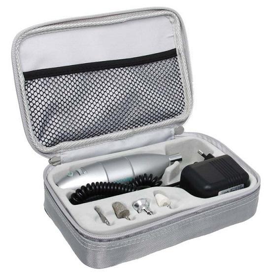 Набор для маникюра Medisana Medistyle S28032019Практичный и компактный маникюрно-педикюрный набор для ухода за ногтями и кожей ног и рук. Специальные насадки с качественным сапфировым напылением позволят легко укорачивать пластину, устранять неровности ее поверхности, удалять кутикулы и аккуратно срезать мозоли.Максимальная скорость, развиваемая головками, составляет 5000 оборотов в минуту, при этом регулируется она плавно, что помогает оберегать структура ногтя от повреждений. Набор можно применять для работы с людьми, больными сахарным диабетом. Компактные размеры аппарата позволяют носить его с собой, что важно для специалистов, работающих с выездом.Таким образом, прибор идеально подходит для создания ухоженного образа как при домашнем применении, так и в специализированных салонах. А удобная форма аппарата обеспечивает проведение процедуры маникюра или педикюра быстро, качественно и совершенно безопасно. Выбирая Medistyle S, вы получаете качество немецкого бренда Medisana.Особенности:4 насадки с неизнашиваемым сапфировым абразивным напылением.Максимальная скорость вращения - 5 000 оборотов в минуту.Плавная регулировка скорости (плавный регулятор).Прибор пригоден для использования больными сахарным диабетом (безопасность повреждения).Быстрая и полная процедура маникюра и педикюра без риска повреждения кожи или ногтя.Технические характеристики:Скорость вращения: 1 600 - 5 000 об./мин.Напряжение сети: 230 В, 50 ГцВес: 1030 гРазмеры: 150 x 40 x 40 ммКоличество насадок: 4