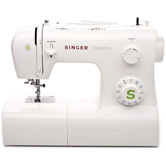 Singer Tradition 2263 швейная машинаTradition2263Классическая швейная машина Singer Tradition 2263 имеет богатый набор строчек, умеет делать все основные швейные операции и отлично подойдет для обучения шитью, шитья и ремонта одежды, шитья предметов домашнего обихода и для других подобных работ.Данная модель выполняет операции со всеми видами тканей. Доступны прямая и оверлочная строчки, зигзаги, потайной шов, эластичные, краеобметочные, декоративные и атласные швы. Более того с помощью специальных лапок машинка вшивает молнии, штопает и пришивает пуговицы. В машине установлен классический вертикальный челнок. Для выполнения качественной строчки имеется плавная регулировка длины и ширины стежка, есть возможность шитья двойной иглой. Регулировка давления лапки на ткань и шестисегментная рейка-транспортер позволяет работать с разными видами тканей.Для облегчения процесса шить имеется кнопка реверса шитья для выполнения закрепки строчки, быстрая намотка шпульки, система быстрой замены лапки и освещение зоны шитья. Скорость шитья регулируется ножной педалью. Свободный рукав станет весьма полезен при обработке окатов рукава и других узких деталей.