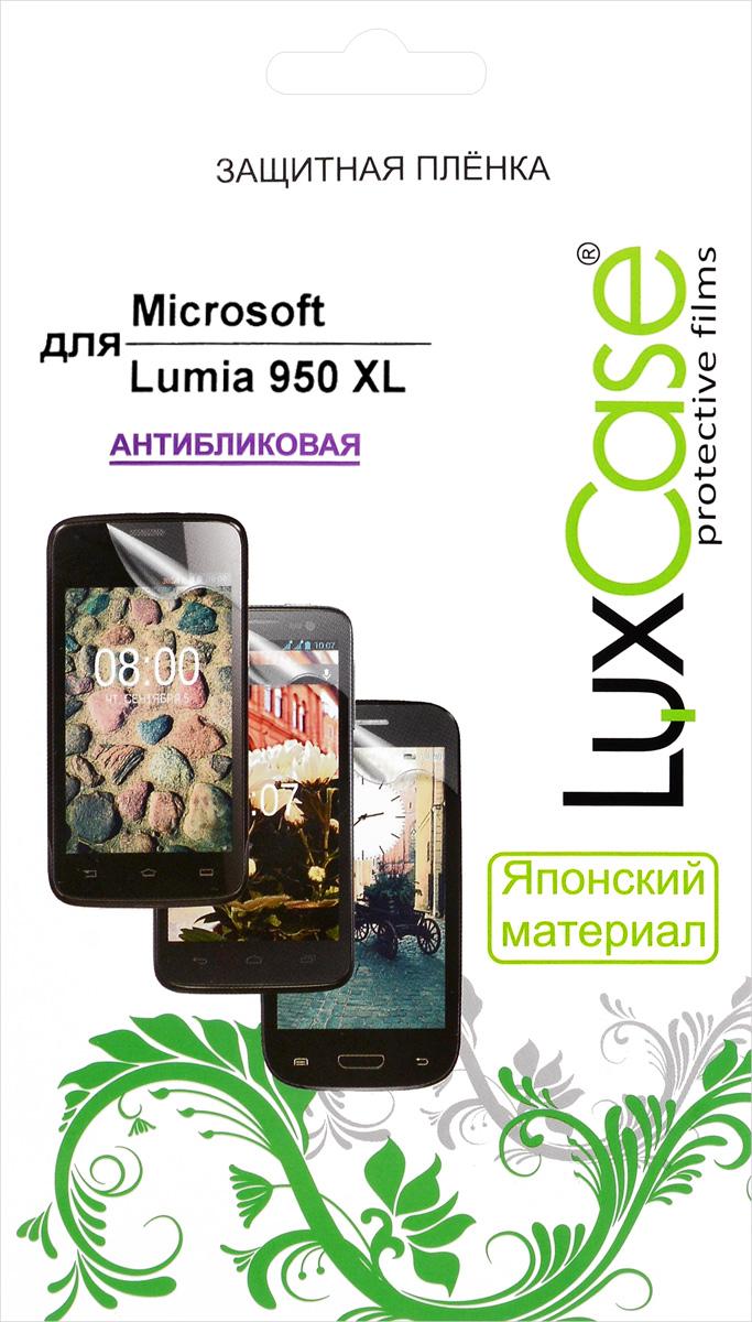 LuxCase защитная пленка для Microsoft Lumia 950 XL, антибликовая53413Защитная пленка LuxCase для Microsoft Lumia 950 XL сохраняет экран смартфона гладким и предотвращает появление на нем царапин и потертостей. Структура пленки позволяет ей плотно удерживаться без помощи клеевых составов и выравнивать поверхность при небольших механических воздействиях. Пленка практически незаметна на экране смартфона и сохраняет все характеристики цветопередачи и чувствительности сенсора.