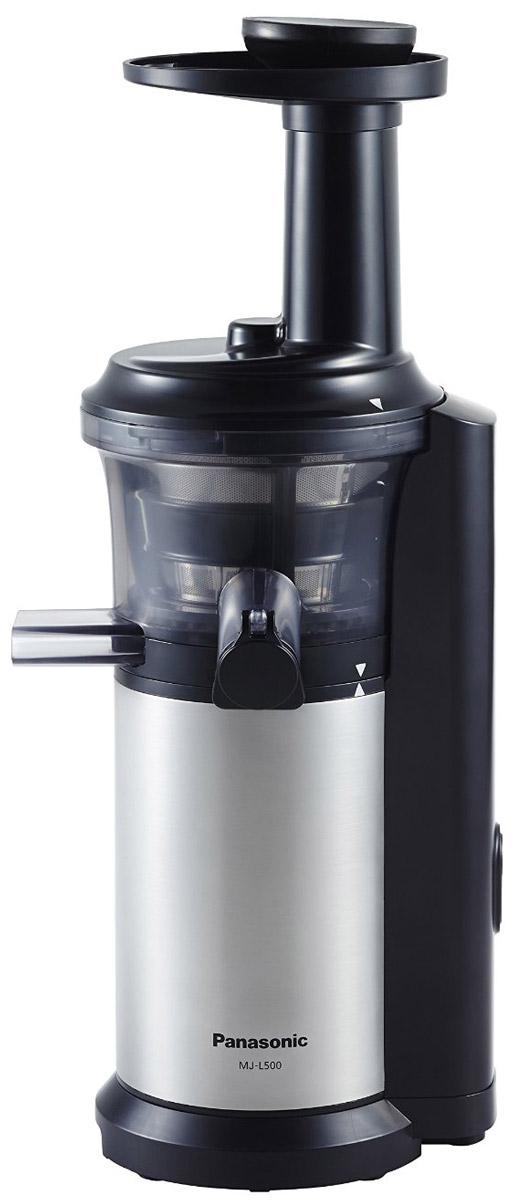 Panasonic MJ-L500STQ соковыжималкаMJ-L500STQС соковыжималкой Panasonic MJ-L500 вы получите однородный сок с насыщенным вкусом, богатый питательными веществами. С помощью насадки для замороженных фруктов и овощей можно готовить полезные для здоровья десерты.Благодаря невысокой скорости вращения шнека - 45 об/мин., питательные вещества не разрушаются в результате нагрева при трении. Это высокоэффективный способ получения питательных веществ.Вы можете отжимать сок как из твердых, так и из мягких фруктов и овощей, поскольку нижняя часть шнека изготовлена из нержавеющей стали.На носике чаши соковыжималки предусмотрена специальная прорезиненная крышка Анти-капля.Поверх сетки соковыжималки надевается специальная силиконовая щетка. Во время работы прибора щетка вращается автоматически, удаляя мякоть с поверхности сетки, не позволяя фильтру забиться.Прорезиненные ножки обеспечивают дополнительную устойчивость прибору.Автоматическая самоочисткаСкорость вращения шнека: 45 об/минПредотвращение перегреваНасадка для замороженных фруктов и овощейЧистящая щёточкаЗащитная блокировка цепи