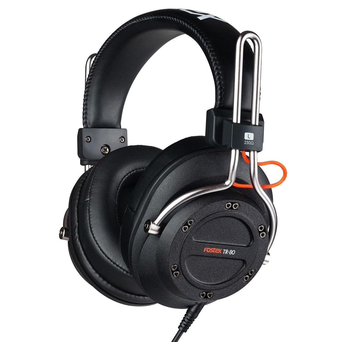 Fostex TR-80 (250 Ом) наушники4995090306308Fostex TR-80 — это усовершенствованные профессиональные динамические наушники из новой линейки. Модель имеет закрытое акустическое оформление и обеспечивает звучание студийного уровня. Каждая пара наушников поставляется с двумя видами съёмных кабелей (витой и прямой), а также с двумя наборами амбушюр: стандартной толщины и утолщёнными. Конструкция наушников обеспечивают максимальный комфорт