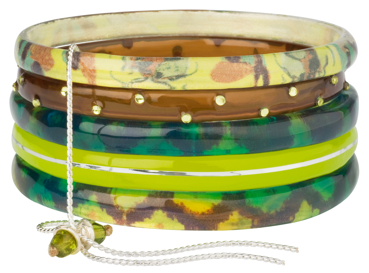 Браслет Lalo Treasures ROW, цвет: зеленый, желтый. Bn2502Браслет с подвескамиОригинальный браслет Lalo Treasures выполнен из ювелирной смолы и металлического сплава. Декоративные элементы собраны на металлическую цепочку с бусинами.Стильное украшение поможет дополнить любой образ и привнести в него завершающий яркий штрих.