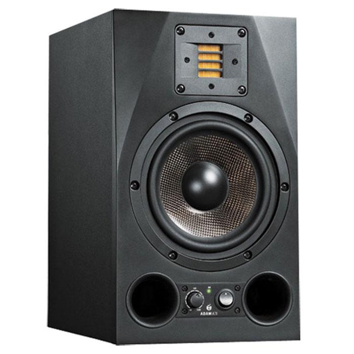 ADAM A7X мониторная акустика, 1 штMCI44985ADAM A7X - качественная студийная мониторная акустика для профессионалов своего дела.Одно из отличий данной модели — новая высокочастотная секция, твитер X-ART. Буква X означает расширенную частотную характеристику (eXtended frequency response), указывает на улучшение технологии Accelerating Ribbon данного производителя, в результате пользователи получают частотную характеристику до 50 кГц, плюс ко всему, высокую производительность и высокий уровень звукового давления.Идеальную интеграцию с более низкими частотами обеспечивает 7-дюймовый вуфер, который теперь оснащен 1,5-дюймовой звуковой катушкой - гораздо большей, чем у старой модели, тем самым, обеспечивает в середине диапазона вдвое большую мощность. Каждый драйвер ADAM A7X имеет свой собственный усилитель. К твиттеру X-ART подключен 50-Вт усилитель класса A/B. Более мощный усилитель на 100 Вт с широтно-импульсной модуляцией (или класса D) обслуживает 7-дюймовый динамик средних частот, обеспечивая в середине диапазона вдвое большую мощность, чем A7.