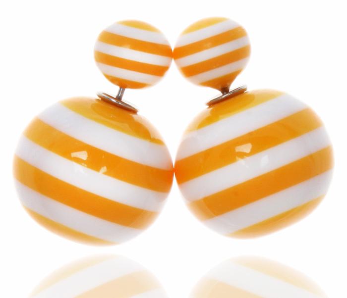 Серьги-шары Амели. Бусины желтого и белого цвета, бижутерный сплав серебряного тона. Arrina, ГонконгСерьги-люстрыДвухсторонние серьги-шары Амели.Бусины желтого и белого цвета, бижутерный сплав серебряного тона.Arrina, Гонконг.Размер - диаметр 1,5 см.Серьги-шары - самый модный тренд в этом сезоне!