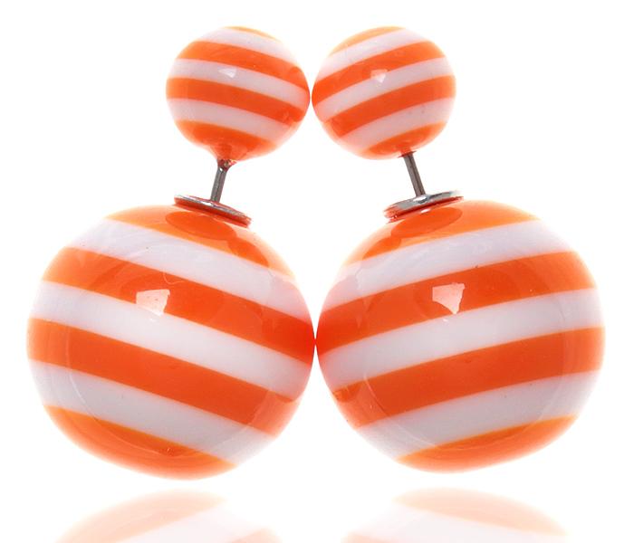 Серьги-шары Амели. Бусины оранжевого и белого цвета, бижутерный сплав серебряного тона. Arrina, ГонконгПуссеты (гвоздики)Двухсторонние серьги-шары Амели.Бусины оранжевого и белого цвета, бижутерный сплав серебряного тона.Arrina, Гонконг.Размер - диаметр 1,5 см.Серьги-шары - самый модный тренд в этом сезоне!