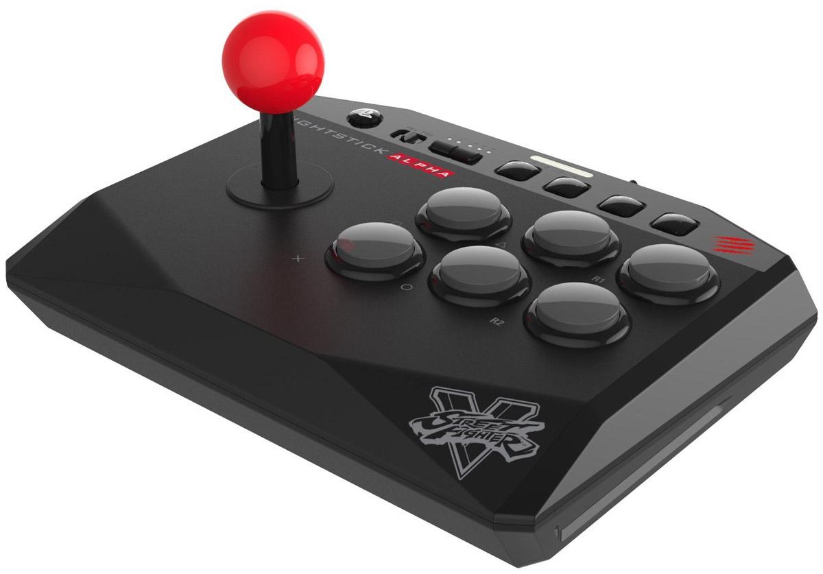 Mad Catz Street Fighter V Alpha аркадный стик для PS4 (SFV89180BSA1/02/1)ACPS455В джойстике Mad Catz Street Fighter V Alpha есть все, что нужно для аркадного контроллера и нет ничего лишнего. Вы получаете рукоятку с шаровидным наконечником и 6-ти кнопочную схему, напоминающую расположение кнопок на японских игровых автоматах. Контроллер поддерживает все игры для PS4 и PS3. Оставшиеся две кнопки не мешают во время файтингов , но легкодоступны для других игр.Кнопка блокировки для игры без помехСпециальный тумблер отключает кнопки Start/Options и Select/Share, и предохранет от случайного использования кнопки PS. Аркадный джойстик Alpha предотвращает риск нажатия не той кнопки в разгаре боя.Надежное USB соединениеЛучшие бойцы мира чувствуют себя спокойнее при подключении аркадного джойстика через проводное соединение и настаивают на этом. USB кабель длиной 3 м не только обеспечивает надежное соединение с консолью без помех, но и сохраняет комфортное расстояние между вами и экраном телевизора. Данная модель прекрасно подходит для аркадных игр, в том числе и для тех, в которых не используется индикация уровня жизни или сложные комбинации. Трехпозиционный переключатель позволяет использовать джойстик как левый или правый аналоговый стик или D-Pad, открывая возможности для большого разнообразия игр.Mad Catz Street Fighter V Alpha сохраняет турнирный вид своих больших братьев , оставаясь миниатюрным и переносным.