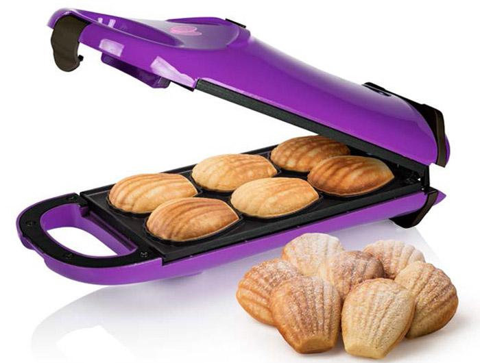 Princess 132404 Мадлен, Purple печенница132404Princess 132404 Мадлен - отличный прибор для выпечки традиционного французского бисквитного печенья мадлен. Имеется возможность поворота на 180 градусов для равномерного распределения теста и пропекания. Устойчивые резиновые ножки обеспечат комфорт в повседневном использовании.Особенности6 печений за одну закладкуАнтипригарное покрытие пластинКонтрольные лампа включения и нагреваВертикальное и горизонтальное хранениеКрышка с замкомПротивоскользящие ножки
