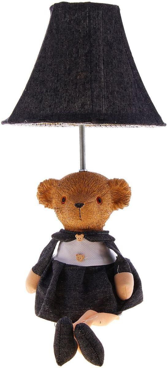 Лампа настольная Медвежонок с бантиком123706Детям веселей, когда их окружают яркие вещицы. Поэтому стоит продумать даже то, как будет выглядеть дополнительный источник света в комнате вашего малыша. Чаще всего подобные светильники ставят на прикроватную тумбочку или письменный стол, чтобы в комнате не оставалось неосвещённого пространства.Чтобы не оставлять своего маленького шалуна в полной темноте, просто «зажгите» светильник детский белый, с ним будет спокойней и вам и ребёнку.*Размещайте провода и другие, не предназначенные для детских ручек детали, таким образом, чтобы ваш шалун до них не дотянулся.