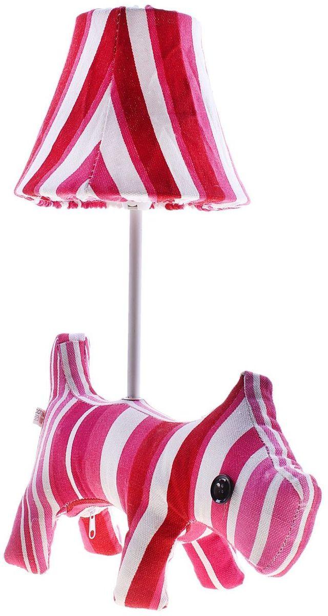 Лампа настольная Полосатая собачка737131Детям веселей, когда их окружают яркие вещицы. Поэтому стоит продумать даже то, как будет выглядеть дополнительный источник света в комнате вашего малыша. Чаще всего подобные светильники ставят на прикроватную тумбочку или письменный стол, чтобы в комнате не оставалось неосвещённого пространства.Чтобы не оставлять своего маленького шалуна в полной темноте, просто «зажгите» светильник детский белый, с ним будет спокойней и вам и ребёнку.*Размещайте провода и другие, не предназначенные для детских ручек детали, таким образом, чтобы ваш шалун до них не дотянулся.