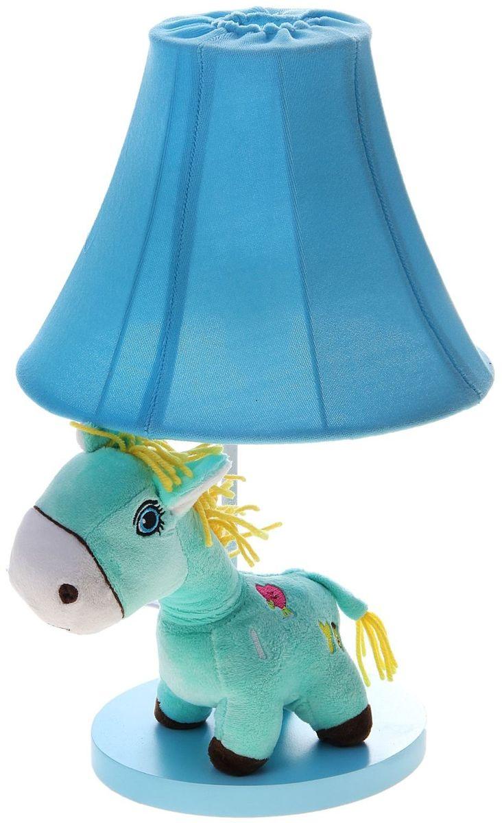 Лампа настольная Плюшевая зебра голубая906524Детям веселей, когда их окружают яркие вещицы. Поэтому стоит продумать даже то, как будет выглядеть дополнительный источник света в комнате вашего малыша. Чаще всего подобные светильники ставят на прикроватную тумбочку или письменный стол, чтобы в комнате не оставалось неосвещённого пространства.Чтобы не оставлять своего маленького шалуна в полной темноте, просто «зажгите» светильник детский белый, с ним будет спокойней и вам и ребёнку.*Размещайте провода и другие, не предназначенные для детских ручек детали, таким образом, чтобы ваш шалун до них не дотянулся.