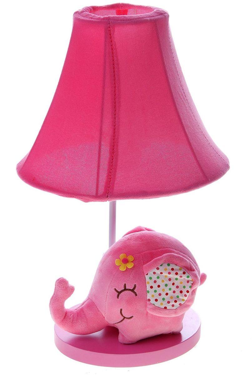 Лампа настольная Плюшевый слоненок розовый906529Детям веселей, когда их окружают яркие вещицы. Поэтому стоит продумать даже то, как будет выглядеть дополнительный источник света в комнате вашего малыша. Чаще всего подобные светильники ставят на прикроватную тумбочку или письменный стол, чтобы в комнате не оставалось неосвещённого пространства.Чтобы не оставлять своего маленького шалуна в полной темноте, просто «зажгите» светильник детский белый, с ним будет спокойней и вам и ребёнку.*Размещайте провода и другие, не предназначенные для детских ручек детали, таким образом, чтобы ваш шалун до них не дотянулся.