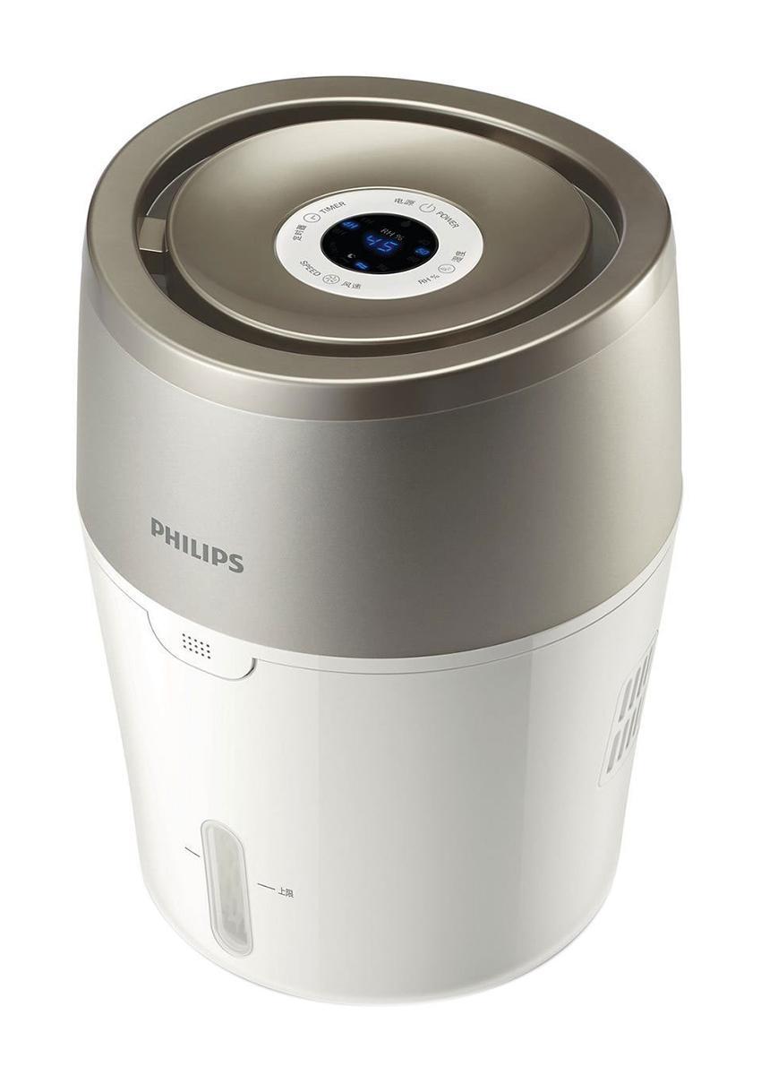 Philips HU4803/01 увлажнитель воздухаHU4803/01Современная технология холодного испарения и автоматический режим работы. Увлажнитель воздуха Philips максимально эффективно и безопасно борется с сухостью воздуха. При использовании увлажнителя Philips в выходящем из прибора воздухе на 99,9% меньше бактерий, чем при использовании ультразвукового увлажнителя. Отсутствие белого налета и влажных поверхностей. Подходит для использования в спальне и детской комнате. Технология холодного испарения NanoCloud:Этот увлажнитель воздуха от Philips с технологией NanoCloud оснащен современной системой холодного испарения и действует в три этапа: 1) сухой воздух поступает в увлажнитель, где крупные загрязнения, пыль и шерсть животных оседают на поглощающем фильтре2) при помощи технологии холодного испарения NanoCloud происходит насыщение воздуха молекулами воды. Эта технология препятствует распространению в воздухе бактерий и появлению белой пыли3) чистый увлажненный воздух подается в помещение и равномерно распределяется по комнате без образования водяного пара, обеспечивая комфорт вам и вашей семье. Увлажнение до комфортного уровня: Частички воды, образующиеся при использовании технологии NanoCloud, не только очень мелкие, но и они более легкие, поэтому способны распространиться по всей площади комнаты, обеспечивая комфорт Вам и Вашей семье. Точные настройки влажности: Для достижения максимального комфорта на увлажнителе воздуха Philips можно установить одну из трех степеней влажности - 40, 50 или 60 %. Индикатор отсутствия воды: Красный индикатор подскажет, когда нужно заполнить резервуар водой. Автоотключение: Как только в резервуаре заканчивается вода, увлажнитель отключается и загорается красный индикатор. Простой и удобный таймер на 1/4/8 часов: Устройство работает в течение заданного промежутка времени и затем автоматически отключается.