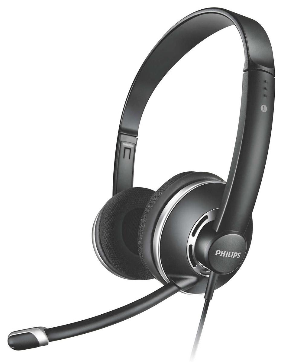 Philips SHM7410U компьютерная гарнитураSHM7410U/10Гарнитура для ПК Philips SHM7410 передает четкий голос и кристально чистый звук, она оснащена микрофоном с шумоподавлением, удобными мягкими амбушюрами и встроенным в кабель регулятором громкости с функцией отключения звука.Благодаря адаптеру 2 в 1 можно легко переключаться между ПК и ноутбуком. Уникальная регулируемая по высоте конструкция оголовья гарантирует комфортную посадку и удобство при длительном ношении. Удобный регулируемый держатель гарантирует оптимальное положение микрофона для качественной передачи голоса. Настроенная акустическая система и высококачественные излучатели обеспечивают лучшие в своем классе характеристики звучания. Микрофон с шумоподавлением отсекает фоновый шум для комфорта при разговоре. Регулируемый микрофон рассчитан на устранение фоновых шумов и четкую передачу голоса. Эта гарнитура также совместима со смартфонами, планшетами и ноутбуками.Чувствительность микрофона:- 42 дБДиапазон частот микрофона: 50-10000 ГцТип кабеля: медныйТип магнита: неодимовый