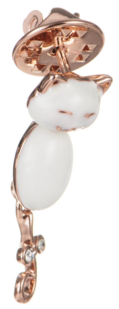 Брошь Art-Silver, цвет: золотистый, белый. 011421-001-302Брошь-булавкаЭффектная брошь Art-Silver, выполнена в виде очаровательного кота из бижутерного сплава с эмалиевым покрытием и оформлена стразами. Брошь крепится с помощью иголки с замочком. Такая брошь позволит вам с легкостью воплотить самую смелую фантазию и создать собственный, неповторимый образ.