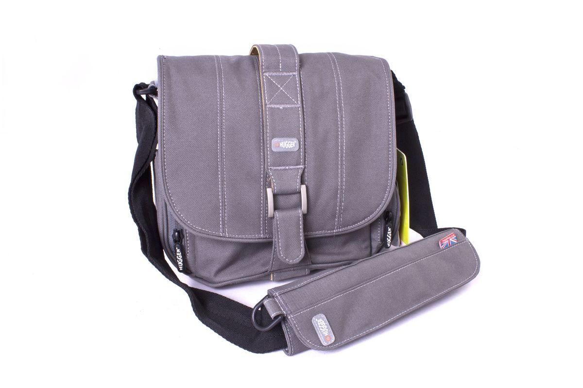 Hugger Pin-Stripe Suit, Grey Sky сумка для фотокамеры2378Hugger Pin-Stripe Suit - стильная полосатая сумка, которая идеально сочетается с деловым костюмом. Передняя металлическая застежка в сочетании с лентой велкро позволяют легко застегивать верхний клапан. Мягкие внутренние перегородки могут быть удалены или перемещены для большего удобства. Передний отсек подходит для аксессуаров большого размера. Два сетчатых кармана по бокам сумки подходят для аксессуаров или личных вещей фотографа. Также имеется съемная площадка на ремне с кольцом для мобильного телефона.Толстые стенки для надежной защиты камеры от механических поврежденийВысокий уровень защиты от влагиЛегкий весНадежная защита от влаги и пылиПротиводождевой чехол и фирменный платок в комплектеЭта сумка подходит для зеркальной камеры с объективом и некоторым количеством аксессуаров, например, вспышкой