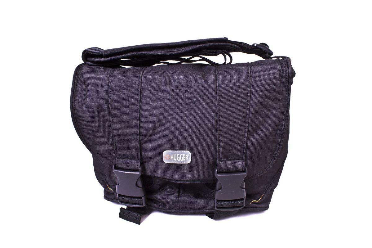 Hugger Old School, Black сумка для фотокамеры1957Классическая сумка-мессенджер средних размеров для зеркальной камеры. Надежная пыле-и влагозащита. Мягкие внутренние перегородки могут быть удалены или перемещены для большего удобства. Передний отсек подходит для аксессуаров большого размера. Узкие карманы по бокам сумки удобны для хранения телефона или ключей. Основное отделение на молнии. Застежка велкро и пряжки сохранят вашу технику в безопасности. Удобная ручка для переноса. Толстые стенки для надежной защиты камеры от механических повреждений. Высокий уровень защиты от влаги. Легкий вес. Противодождевой чехол и фирменный платок в комплекте. Эта сумка подходит для зеркальной камеры с объективом, второго объектива, вспышки и небольших аксессуаров.