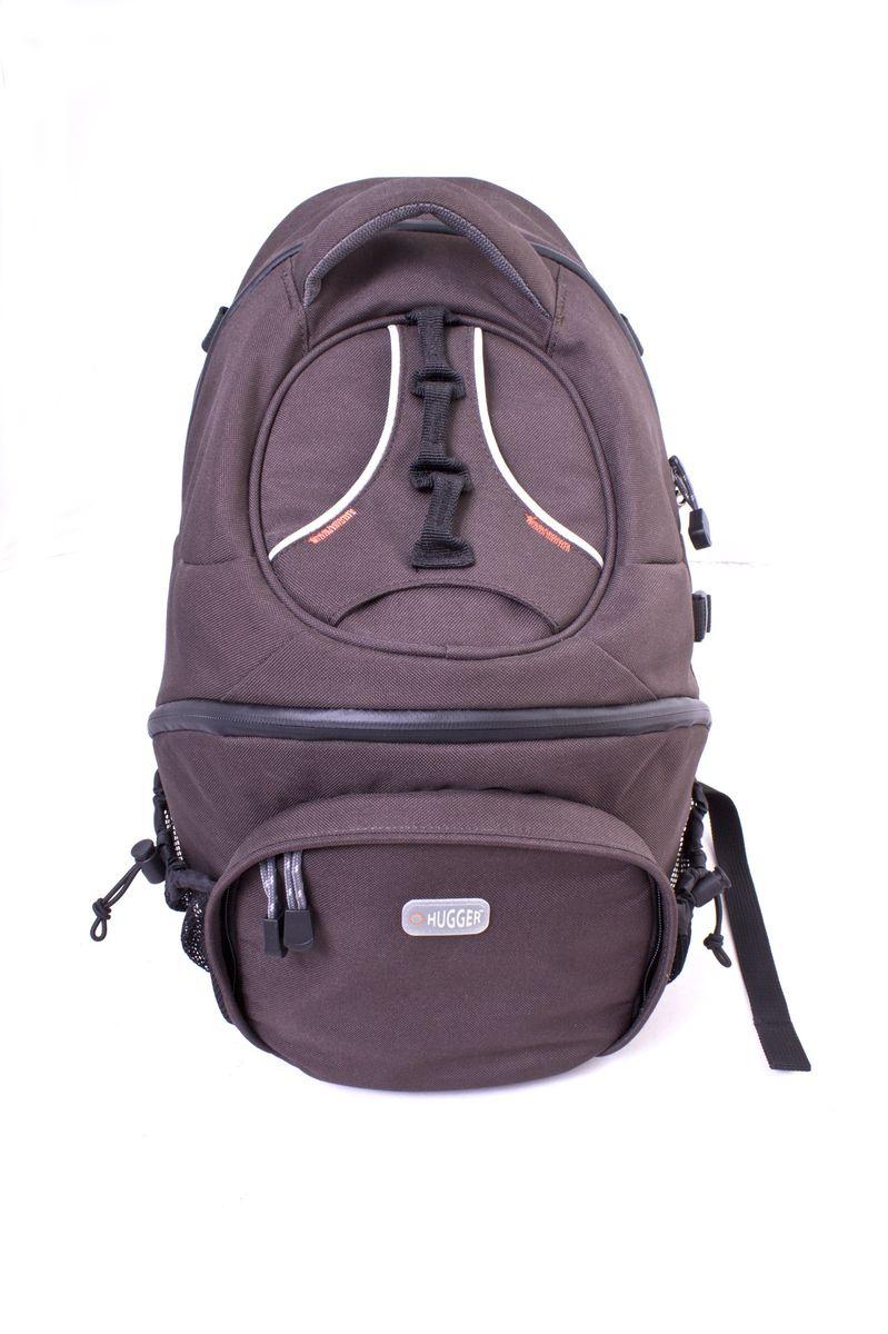 Hugger Half a Hogg, Dark Brown Beige фоторюкзак1906Основное отделение рюкзака:Передняя часть подходит для хранения зеркальной камеры с присоединенным объективом до 300мм, а также аксессуаров.Дополнительно помещается 1-2 объектива 80-200 мм. Мягкие перегородки могут быть сконфигурированы по желанию пользователя.Съемный чехол для дополнительных аксессуаров. В верхней части рюкзака есть потайной карман для хранения наиболее ценных предметов, 2 вытяжных сетчатых кармана по бокам удобны для бутылок с водой. Боковое крепление для штатива. Передний карман для кошелька и телефона.Другие возможности:Водонепроницаемые молнии на всех основных отсеках и карманах. Можно использовать навесные кодовые замки. Прочные, удобные плечевые лямки.Другие особенности:Чехол от дождя, солнца и пыли. Чехол также может быть использован в местах скопления людей для обеспечения большей сохранности содержимого рюкзака. Надежные ручки для переноски.Материалы:Высококачественный полиэстер. Высокая степень защиты от влаги. Наилегчайший вес изделия. Водонепроницаемые застежки-молнии.Этот рюкзак подходит для большинства фотоаппаратов с объективом 300мм, дополнительными объективами, камерами, вспышками и другими аксессуарами