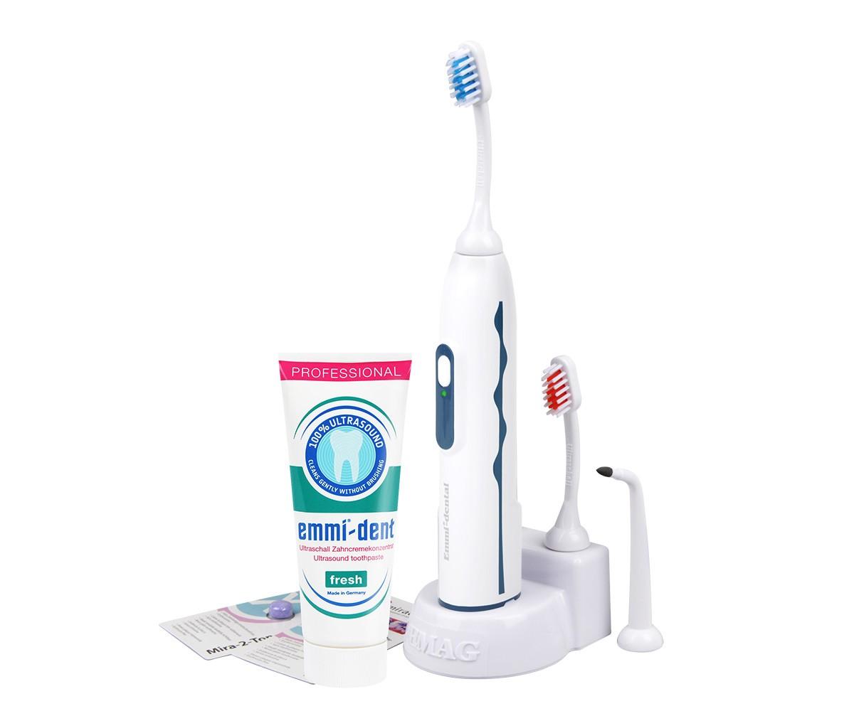 Emmi-Dent 6 Professional ультразвуковая зубная щетка65016Emmi-Dent 6 Professional - единственная в мире ультразвуковая щетка, чистящая 100% ультразвуком со специальной пастой. Если в аналогичных щетках других производителей при чистке зубов необходимо совершать движения щеткой и чистить абразивной пастой, то с Emmi-dent никаких движений не требуется, а особая паста не будет царапать вашу эмаль.Ультразвуковая зубная щетка Emmi-Dent 6 действует на частоте 1.6 МГц, что составляет 96 млн. колебаний в минуту. В добавок к ультразвуку данная щетка работает на звуковой частоте, образуя механические движения, что усиливает антибактериальный и очищающий эффект. Emmi-Dent 6 работает от аккумулятора, который держит заряд до 60 циклов, то есть при двухразовом дневном использовании одного заряда хватит практически на месяц.