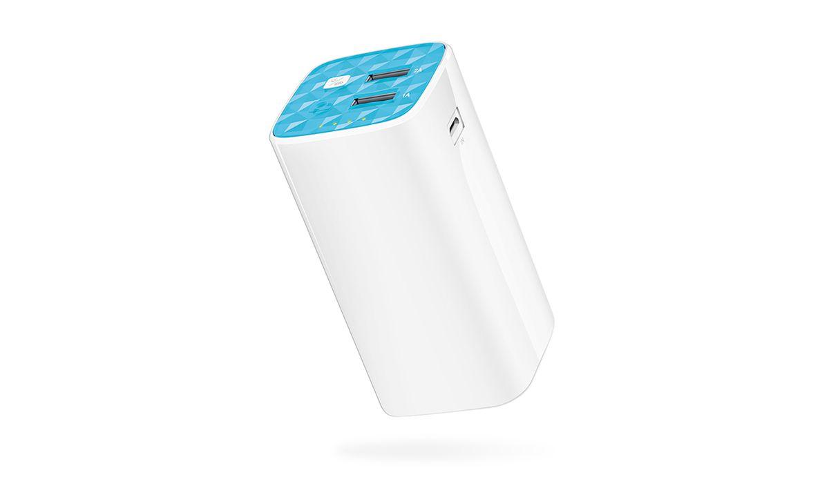 TP-LINK TL-PB10400 внешний аккумулятор (10400 мАч)TL-PB10400Мощный портативный аккумулятор TP-LINK TL-PB10400 на 10400 мАч со встроенным фонарем и двумя портами USB для одновременной зарядки двух устройств позволяет заряжать смартфон 3~5 раз. TP-LINK TL-PB10400 обладает защитой от короткогозамыкания, перенапряжения, энергоперегрузки,повышенного заряда, переразрядки и перегревадля обеспечения надёжной и безопаснойзарядки ваших устройств.
