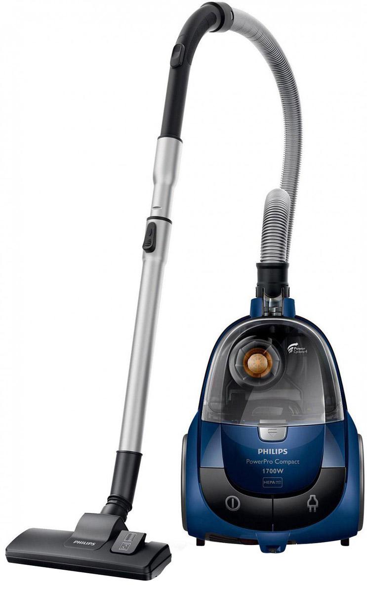 Philips FC8471/01 PowerPro Compact безмешковый компактный пылесосFC8471/01Пылесос Philips FC 8471/01 PowerPro Compact обладает технологией PowerCyclone 4, обеспечивающей идеальную чистоту и эффективное очищение воздуха. Даже самые мелкие частички пыли задерживаются в циклонической камере, а HEPA-фильтр удерживает те, что все же просочились, и к тому же борется с аллергенами. Также есть фильтр защиты двигателя, который при необходимости можно мыть. Philips FC 8471/01 PowerPro Compact оснащен удобным контейнером улучшенной конструкции: пыль и грязь в нем скапливаются с одной стороны, благодаря чему его можно очень легко и быстро опорожнить. Пылесос Philips обладает высокой мощностью - 330 Вт. В комплект входят три насадки - универсальная, маленькая и щелевая. Шестиметровый шнур позволяет убрать большую площадь, не теряя времени на переключение из одной розетки в другую - радиус действия пылесоса составляет целых 9 метров. Специальная удлиненная ручка упрощает процесс уборки в труднодоступных местах.