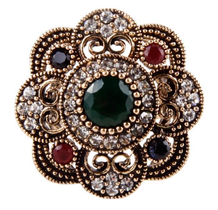 Кольцо Цветок в византийском стиле. Бижутерный сплав, австрийские кристаллы, искусственные камни. Конец XX векаКоктейльное кольцоКольцо Цветок в византийском стиле. Бижутерный сплав, австрийские кристаллы, искусственные камни. Конец ХХ века. Размер 7. Сохранность хорошая. Предмет не был в использовании. Изящное украшение выполнено в ярко выраженном византийском стиле. Кольцо украшено целой россыпью австрийских страз, инкрустированы имитацией драгоценных камней. Представленное вашему вниманию изделие отличается высоким уровнем мастерства исполнения, оригинальным авторским дизайном. Этот аксессуар станет изысканным украшением для романтичной и творческой натуры и гармонично дополнит Ваш наряд, станет завершающим штрихом в создании образа.