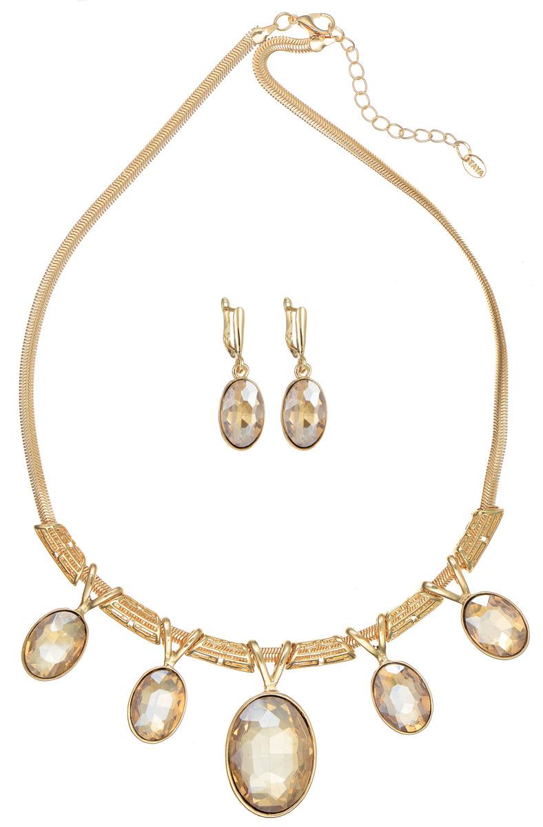 Комплект украшений Taya: колье, серьги, цвет: золотистый. T-B-11508Пуссеты (гвоздики)Стильный комплект украшений Taya, выполненный из гипоаллергенного сплава на основе латуни, который не содержит свинец и никель. Комплект включает в себя очаровательные серьги и колье. Колье выполнено в виде цепочки плетения Клеопатра, которая дополнена декоративными элементами и подвесками. Композиция подвески украшена крупными кристаллами.Колье имеет надежную застежку-карабин с регулирующей длину цепочкой.Серьги оформлены подвесками со вставками из стекла. Изделие застегивается при помощи английского замка.Изящный комплект придаст вашему образу изюминку, подчеркнет красоту и изящество вечернего платья или преобразит повседневный наряд.Такой комплект позволит вам с легкостью воплотить самую смелую фантазию и создать собственный, неповторимый образ.