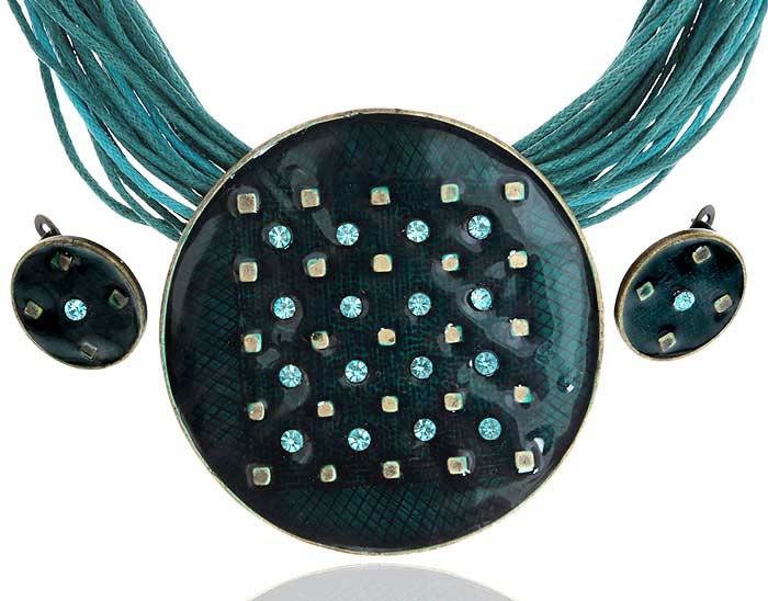 Комплект Звездное небо: ожерелье и серьги. Текстиль, бижутерное стекло, цветная эмаль, гипоаллергенный ювелирный сплав. Lisa Lone, ИспанияПуссеты (гвоздики)Комплект Звездное небо: ожерелье и серьги.Текстиль, бижутерное стекло, цветная эмаль, гипоаллергенный ювелирный сплав.Lisa Lone, Испания.Размер: Ожерелье - полная длина 48-56 см, регулируется за счет застежки-цепочки.Серьги - диаметр 1,5 см.