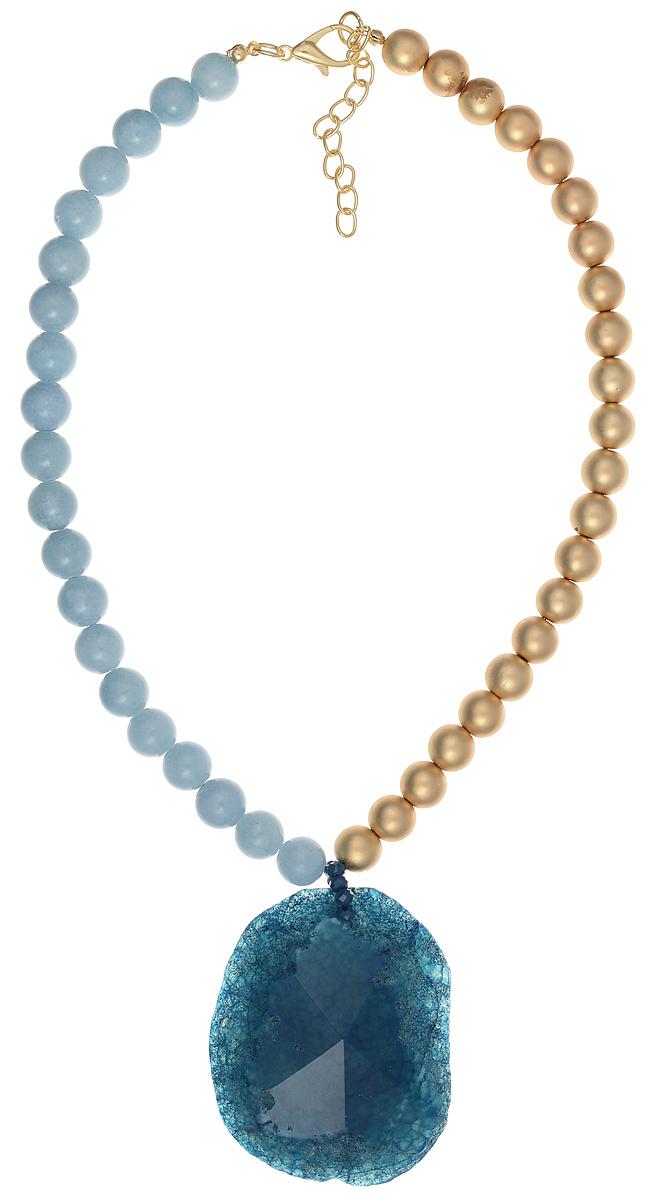 Ожерелье Модные истории, цвет: синий, голубой, золотистый. 12/0967Колье (короткие одноярусные бусы)Оригинальное ожерелье Модные истории выполнено в виде бус. Ожерелье дополнено подвеской из поделочного камня. Изделие застегивается на замок-карабин с регулирующей длину цепочкой. Ожерелье модного дизайна поможет создать уникальный и запоминающийся образ, а также подчеркнет вашу индивидуальность.