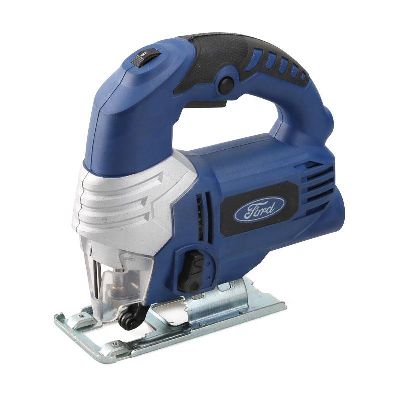 Лобзик электрический Ford FE1-3110000000173Лобзик Ford FE1-31 - бытовой инструмент, обладающий двигателем 650 Вт. Бытовое использование для фигурной резки дерева и металла толщиной до 80 мм и 10 мм соответственно. Оптимален для использования в условиях дома, где не требуется сверхвысокая точность и скорость пиления. Инструмент имеет маятниковый ход. Мощность: 650 Ватт Обороты х/х: 2800 мин. Угол пропила: 0-45 град. Глубина пропила: дерево - 80 мм, металл - 10 мм. Особенности: маятниковый ход, электронная регулировка скорости, пыллеотвод, прорезиненная рукоятка. Комплектация: коробка, 1 пилка по дереву, 1 пилка по металлу.