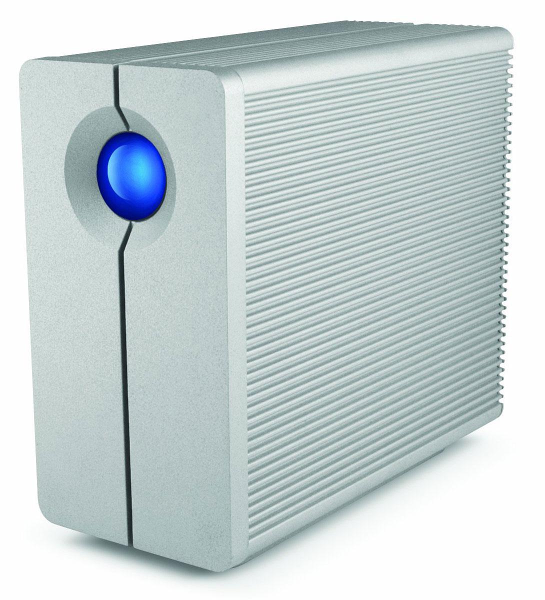 LaCie 2big Quadra 8TB сетевое хранилищеLAC9000317LaCie 2big Quadra представляет собой внешний стационарный накопитель, позволяющий обеспечить надежное хранение большого объема данных, быстрый доступ к ним посредством подключения с любого компьютера, ноутбука или другого устройства. Накопитель был разработан полностью с нуля и отвечает самым высоким требованиям современности. Так, он оборудован портом USB 3.0, обеспечивающим скорость передачи данных до 5 Гбит/с, а также двумя разъемами FireWire 800. Сетевой накопитель оборудован еще более продвинутой системой охлаждения, которая стала на 50% тише, чем в предыдущем поколении устройства, эффективность работы которой также значительно возросла. LLaCie 2big Quadra - это идеальное решение для резервного копирования, создания различного цифрового контента, редактирования видео и аудио, а также других задач, требующих скоростного обмена данными.