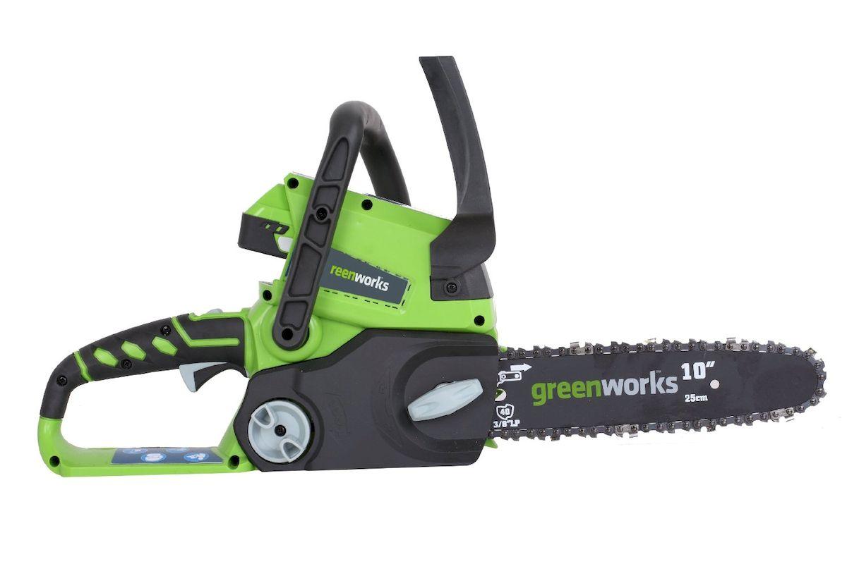 Цепная пила GreenWorks 24В, без аккумулятра и З/У.2000007 Аккумуляторная система 24В G24 Длина шины 10 (25 см) Шина и цепь OregonАвтосмазка шины и цепи Безинструментальное натяжение цепи Шаг цепи 9,5 мм Работает с аккумуляторами Greenworks G24 (арт. 2902707, 2902807) и зарядным устройством G24С (арт. 2903607) Вес изделия без аккумулятора: 3,9 кг Гарантия 2 года