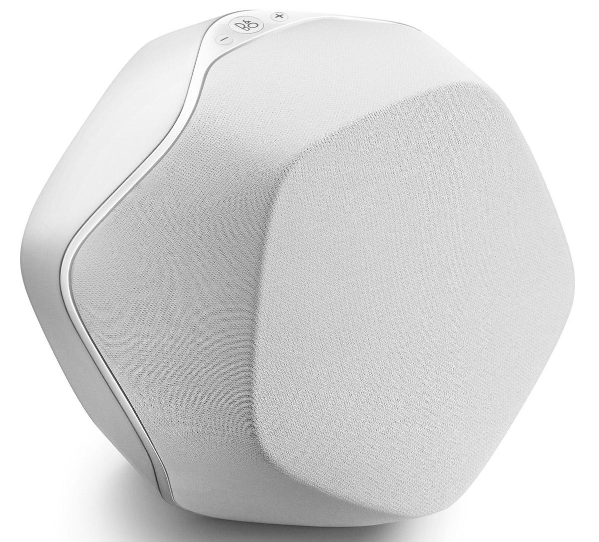 Bang & Olufsen BeoPlay S3, White портативная акустическая система1625325Портативная акустическая система Bang & Olufsen BeoPlay S3 отлично подойдет для использования как дома, так и на улице.Стильный и изысканный дизайн был разработан Якобом Вагнером. Однако, звучание никак не уступает внешнему виду BeoPlay S3. Небольшой корпус скрывает два усилителя с пиковой мощностью 240 Вт. 4-дюймовый вуфер и 3,4-дюймовый твитер обеспечат безукоризненное звучание как басов, так и высоких и средних частот.Беспроводная технология Bluetooth позволит подключить Bang & Olufsen BeoPlay S3 к планшету, ноутбуку или смартфону с дальностью сигнала до 10 метров. А возможность одновременного подключения двух колонок к одному воспроизводящему устройству делает безупречным звучание BeoPlay S3 в просторном помещении или на улице.Bang & Olufsen BeoPlay S3 позволяет легко менять настройки в соответствии с определенным жанром, будь то рок, хип-хоп или классическая музыка. Добавьте басов или усильте высокие ноты - все зависит только от вашего желания и одного движения руки. Для того, чтобы получить трехмерное звучание просто настройте две колонки BeoPlay S3 как правый и левый каналы и они полностью заполнят звучанием все пространство комнаты. Три колонки в состоянии наполнить звучанием не одну комнату, но четыре позволят устроить вечеринку до утра.