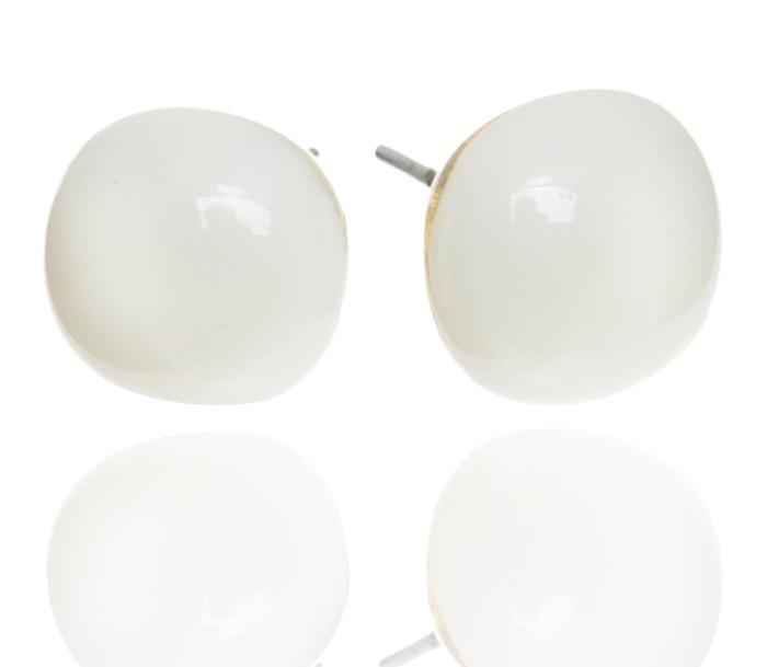 Серьги-пусеты Молочные. Муранское стекло, бижутерный сплав серебряного тона, ручная работа. Murano, Италия (Венеция)Пуссеты (гвоздики)Серьги-пусеты Молочные.Муранское стекло, бижутерный сплав серебряного тона, ручная работа.Murano, Италия (Венеция).Размер - диаметр 1 см.Каждое изделие из муранского стекла уникально и может незначительно отличаться от того, что вы видите на фотографии.