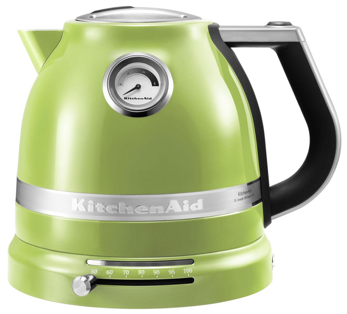 KitchenAid Artisan (5KEK1522EGA), Green электрочайник5KEK1522EGAЭлектрический чайник KitchenAid ARTISAN объемом 1,5 литра – это новое слово в бытовой технике. Великолепные формы, эргономичность и элегантность – лучший образец, который обязательно должен быть на любой кухне. Выпить чашку чая с KitchenAid ARTISAN – это доставить себе истинное наслаждение и удовольствие.Ценители чайного напитка прекрасно знают, что каждый вид чая требует своей температуры воды. Но добиться нужного нагрева с обычной моделью было невероятно сложно. Теперь все изменилось: с двустенным электрическим чайником KitchenAid ARTISAN объемом 1,5 литра вы можете:выбирать нужную температуру нагрева от 50 до 100 градусов;поддерживать воду горячей в течение всей чайной церемонии;видеть температуру воды даже тогда, когда чайник не стоит на своей платформе;не ждать любимого напитка дольше положенного – этот прибор нагревает воду моментально.
